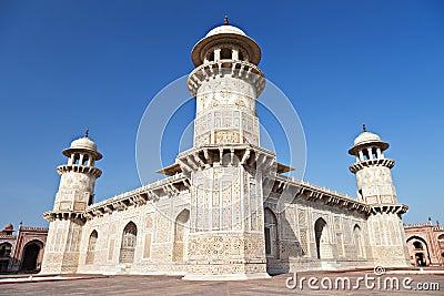 Itimad ud daulah palace