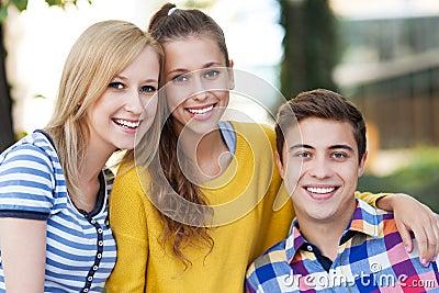 Ja target865_0_ trzy młodzi ludzie