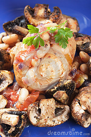 Jacket potato with white beans and mushrooms