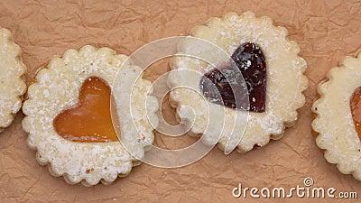 Jam heart biscuits na zmarszczonym papierze zbiory wideo