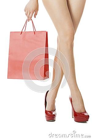 Jambes de femme avec la peau impeccable dans des talons hauts rouges photo stock image 50013364 - Photo jambe femme ...
