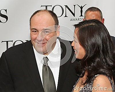 James Gandolfini och Deborah Lin Redaktionell Foto