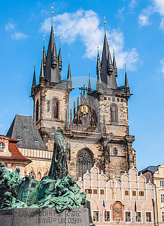 Free Jan Hus Monument & The Church Of Our Lady Before Tyn Royalty Free Stock Image - 39886556