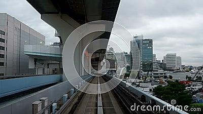Japan Tokyo, den nya transportYurikamome linjen, kallade formellt den nya linjen för Tokyo strandtransport, accelererad videomate stock video