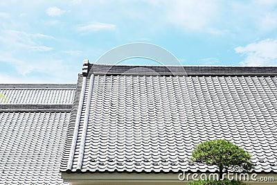 Japanisches mit ziegeln gedecktes dach for Japanisches dach