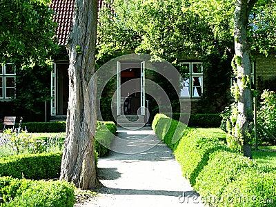 Jardín + casa