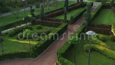 Jardim francês no parque central de Bucha video estoque