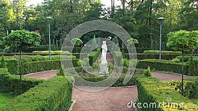 Jardim francês no parque central de Bucha filme