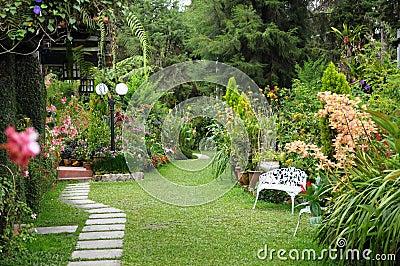 Jardin anglais images stock image 22500314 for Conception jardin anglais