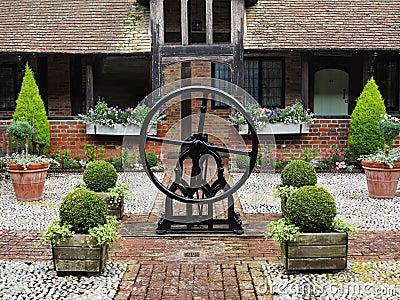 Jardin anglais pav en cailloutis m di val de cour for Conception jardin anglais