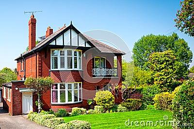 Jardin anglais typique de maison au printemps photos libres de droits image - Objet typique anglais ...