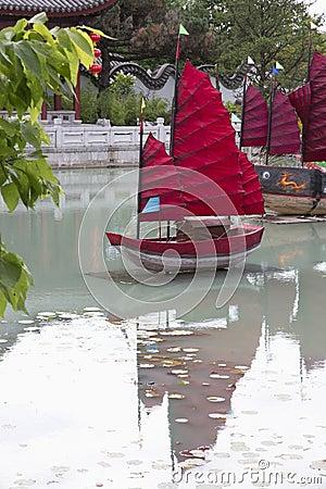 Jardin chinois avec des bateaux photo stock image for Conception jardin chinois