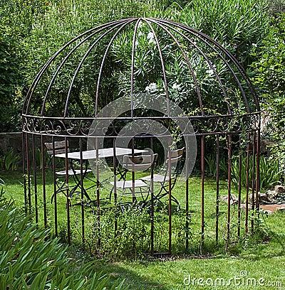 jardin romantique photo libre de droits image 33295785. Black Bedroom Furniture Sets. Home Design Ideas
