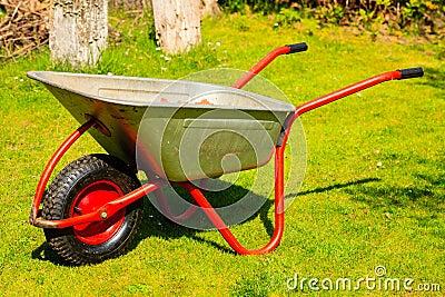 jardinage brouette en m tal de jardin photo stock image 40953973. Black Bedroom Furniture Sets. Home Design Ideas