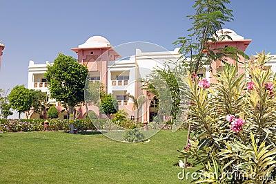 Jardines lujosos del hotel imagenes de archivo imagen for Jardines lujosos