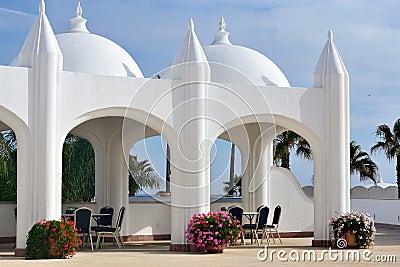 Jardín del hotel de lujo en Marruecos