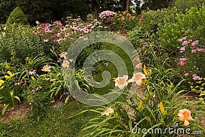 Jardín perenne en el sudoeste Michigan
