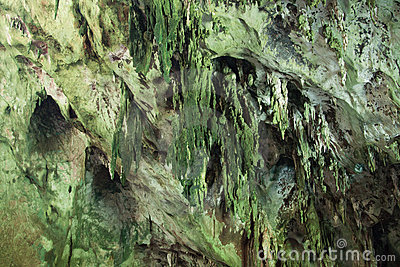 Jaskiniowy stalagmit