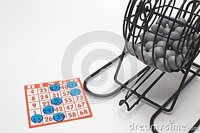 Jaula y tarjeta del bingo