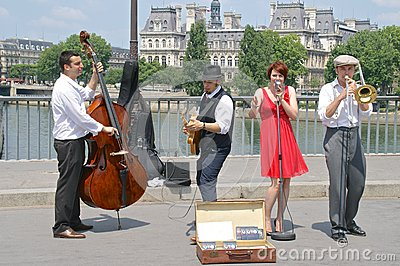 Jazz street performers on the Pont St Louis, Paris, France