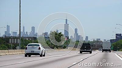 Jechać Chicagowski śródmieście z widokiem nad linia horyzontu - CHICAGO STANY ZJEDNOCZONE, CZERWIEC - 11, 2019 zdjęcie wideo