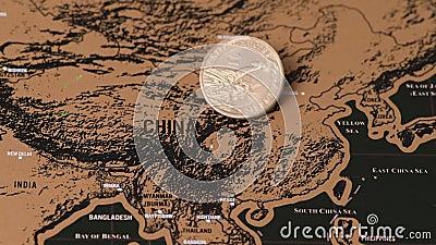 Jeden dolar obraca się na mapie podróży o Chinach, efekt Covid-19 zbiory wideo