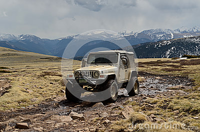Warngler Jeep on mountain top
