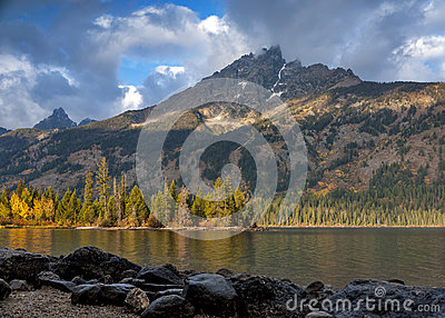 Jenny Lake autumn in the Teton National Park