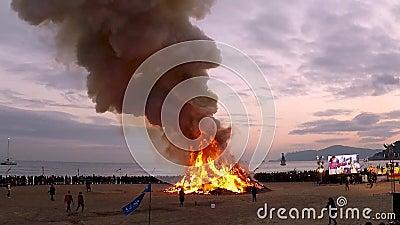 JeongwolDaeboruem el acontecimiento lunar de Nochevieja en la playa de Haeundae, Busán, Corea del Sur, Asia almacen de metraje de vídeo