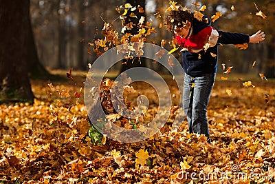 Jesień dzieciaków parkowy bawić się