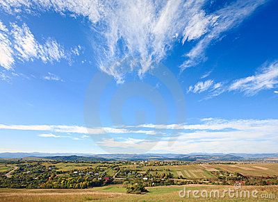 Jesień kraju górkowaty dolinny widok