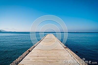 Jetée et la mer