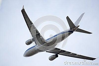 Jet airbus overhead