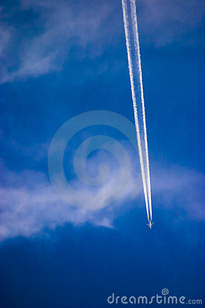 Free Jet Contrail Royalty Free Stock Photo - 2827245