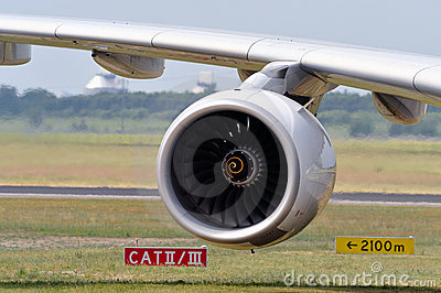 Jet engine and aircraft wing