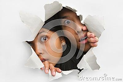 jeter un coup d 39 oeil du trou dans le mur images stock image 10094794. Black Bedroom Furniture Sets. Home Design Ideas