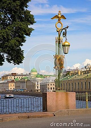 Jette un pont sur la rue de Pétersbourg