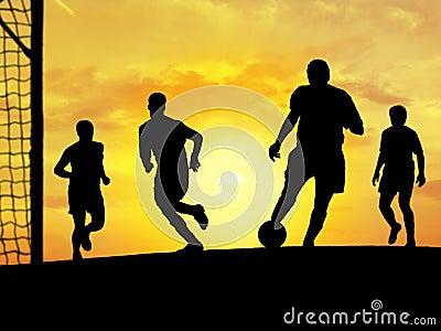 Jeu du football (coucher du soleil)