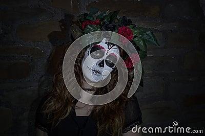 jeune femme attirante avec le maquillage mexicain de cr ne. Black Bedroom Furniture Sets. Home Design Ideas