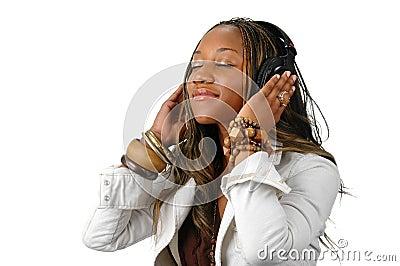 Jeune femme avec des écouteurs