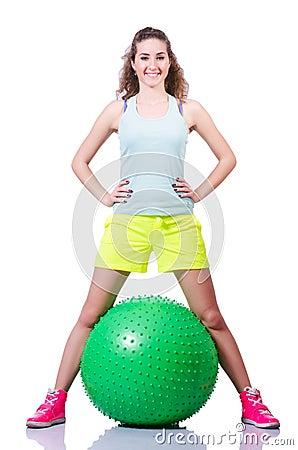 Jeune femme avec l exercice de boule
