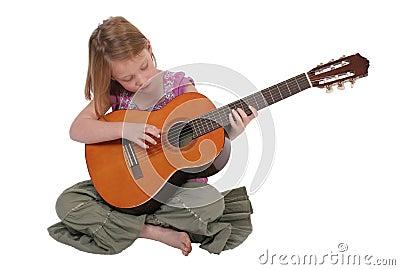 Jeune fille avec la guitare