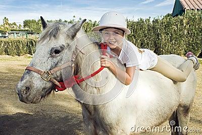 Jeune fille sur un poney