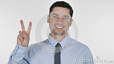 Jeune homme d'affaires enthousiaste Gesturing Victory Sign banque de vidéos