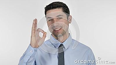 Jeune homme d'affaires satisfaisant Gesturing Okay Sign banque de vidéos