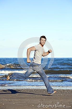 jeune homme ex cutant nu pieds sur la plage images libres de droits image 15241449. Black Bedroom Furniture Sets. Home Design Ideas