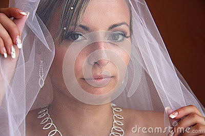 Jeune mariée voilée