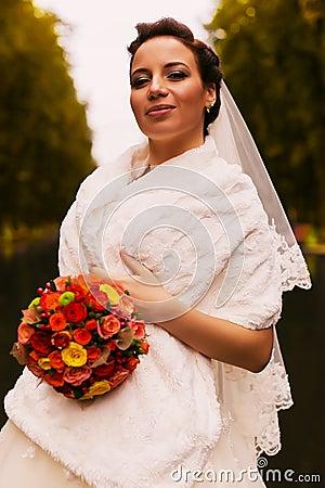 jeune marie avec le bouquet dans ltole blanche photo stock image 51527725 - Tole Blanche Mariage