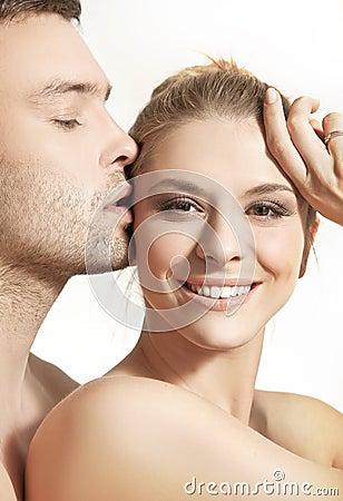 Jeunes couples heureux