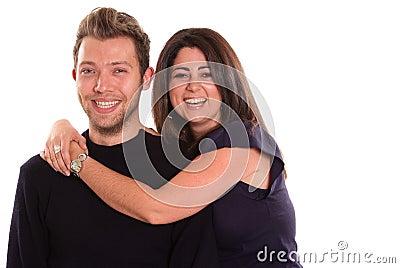 Jeunes couples riants